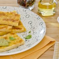 Nevíte co o víkendu k večeři? Vyzkoušejte chutnou polévku z cizrny a výborné slané cizrnové placky…