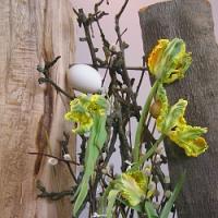 Máte doma poslední tulipány? Zkuste si je netradičně naaranžovat!