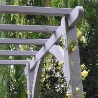 Chystáte se na prázdninovou údržbu pergoly nebo altánu? Poradíme vám, na co si dát pozor při obnově nátěru!