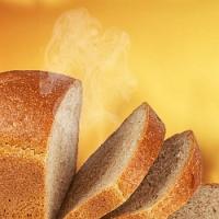 Máte chuť na zdravý a křupavý chléb k nedělní snídani? Upečte si ho ve své vlastní domácí pekárně!