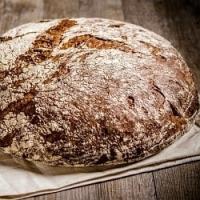 Máte o víkendu trochu času navíc? Upečte si domácí chléb bez kvasnic a prášku do pečiva…
