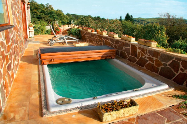 Zahrada s vinicí - bazén