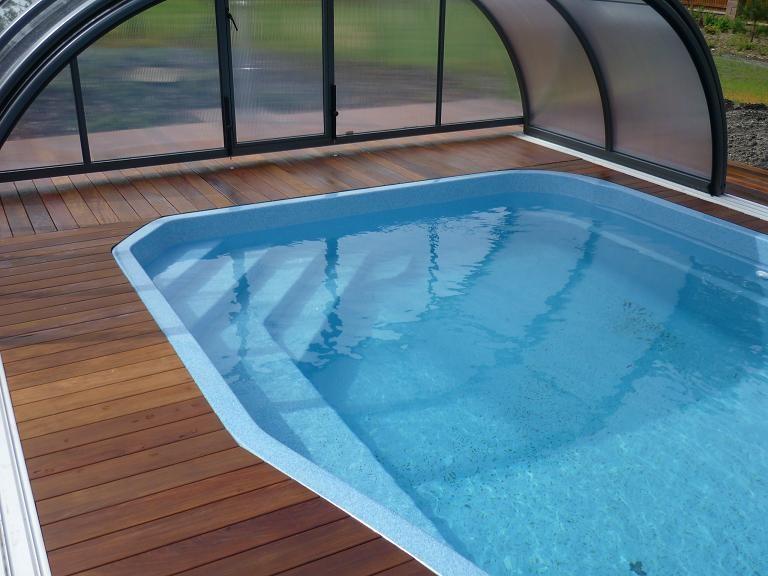 Obložení venkovního bazénu z exotického dřeva Ipe - brazilský ořech