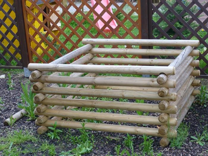Zahradní kompostér z kulatiny