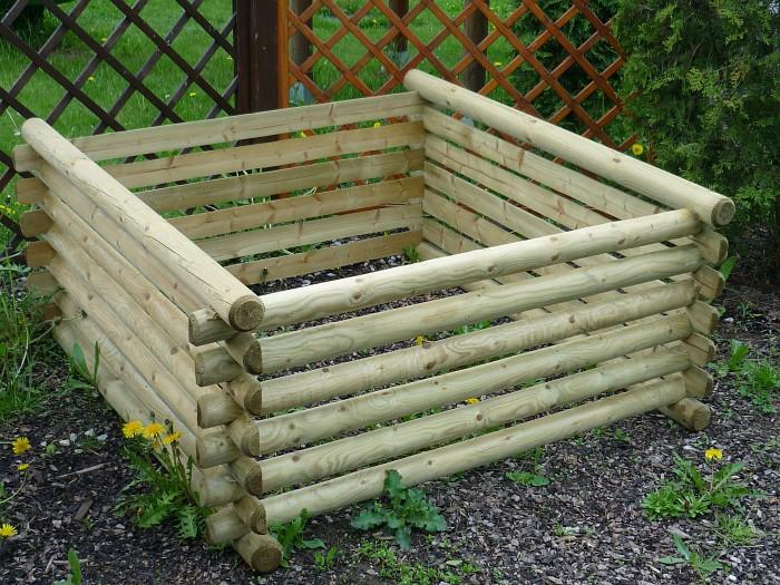 Zahradní kompostér z půlkulatiny