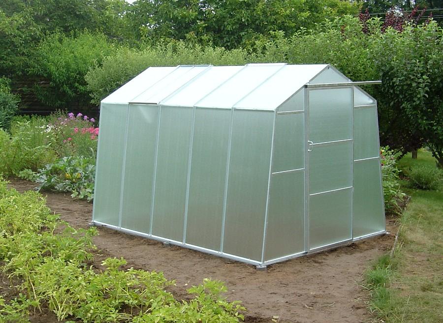 Menší skleník se vejde na plochu s ostatní zeleninou