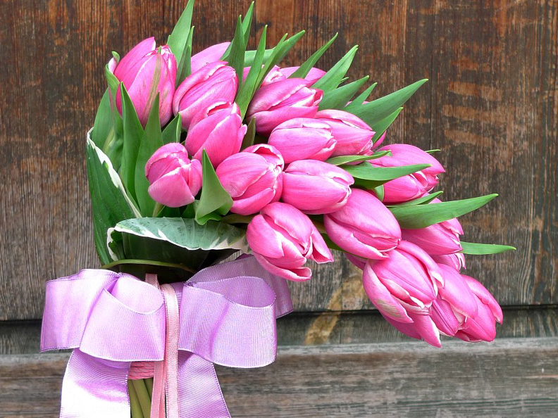 Působivá kytice z tulipánů