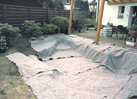 pokládání geotextilie