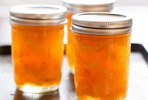 sipkova-marmelada-se-hodi-v-kuchyni-k-mnoha-ucelum