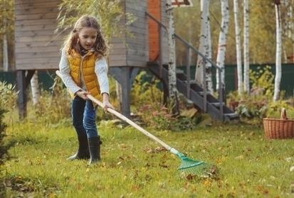 na-podzim-musime-myslet-na-vice-veci-nez-je-hrabani-listi