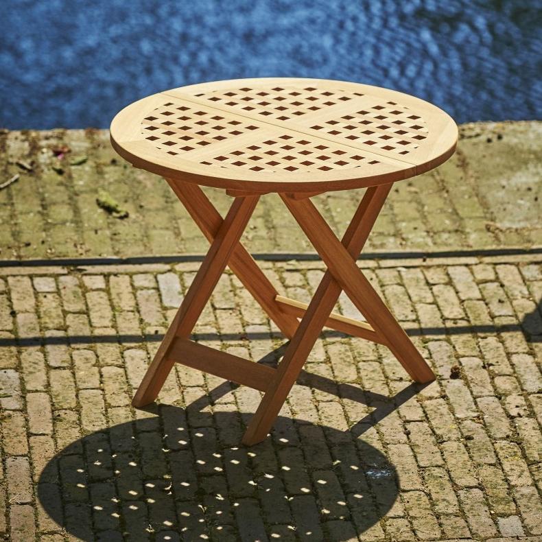 06 Kulaty teakovy odkladaci stolek LILLY_cena na vyzadani v obchode_Donate